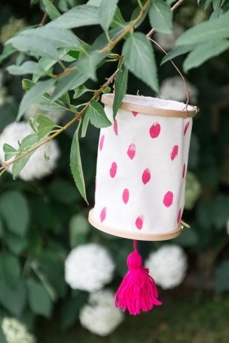 Garten-https://www.arstextura.de/2017/07/diy-lampions-aus-stickrahmen.html