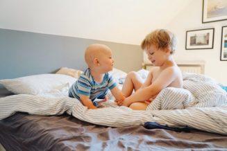 Jungs im Bett